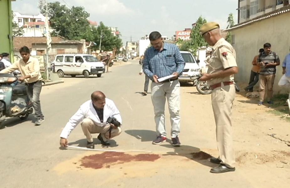घटनास्थल पर पहुंचकर पुलिस मामले की जांच में जुटी