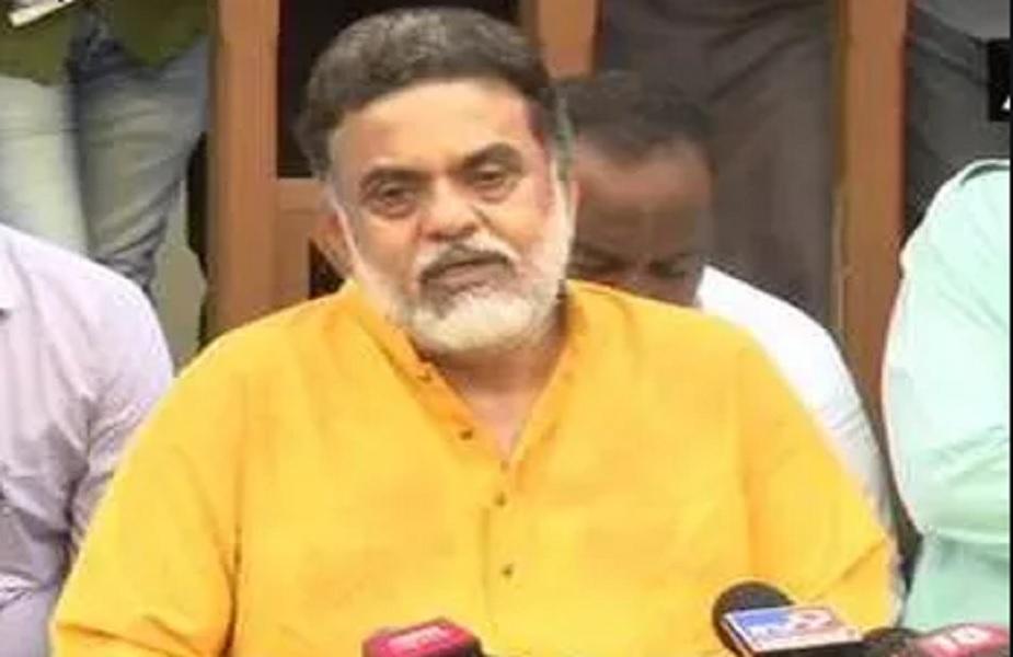 संजय निरुपम ने पार्टी ने पहले भी मुंबई कांग्रेस और एआईसीसी महासचिव मल्लिकार्जुन खड़गे पर निशाना साध चुके हैं