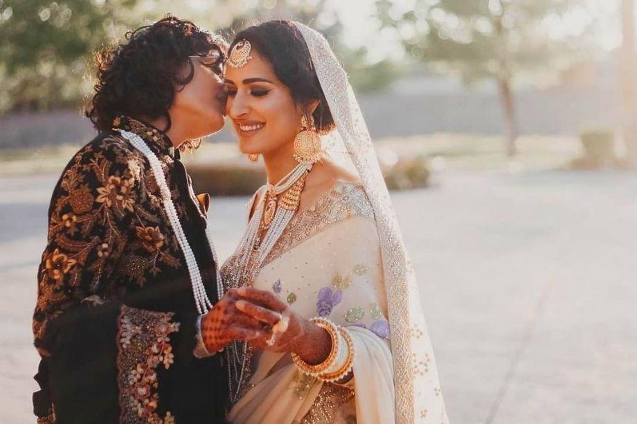 बता दें कि दो महीने पहले ही इसी तरह एक हिंदू-मुस्लिम लेस्बियन कपल ने शादी रचाई है. यह इंडो-पाकिस्तान लेस्बियन कपल में बियानका भारतीय हैं और सायमा पाकिस्तानी. (Photo-इंस्टाग्राम से साभार)