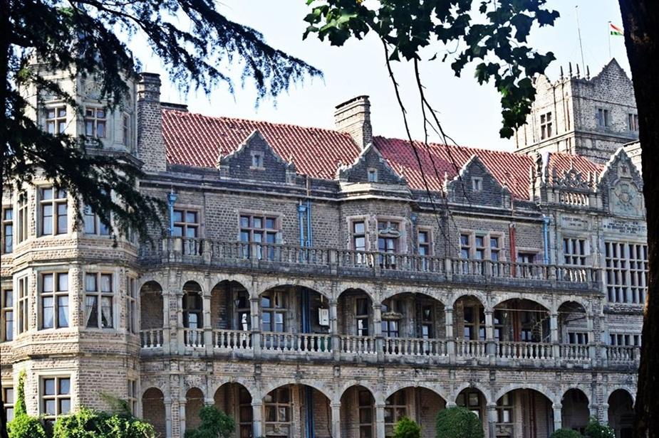 1884 से लेकर 1888 के बीच इस भवन का निर्माण किया गया. यह बिल्डिंग शिमला समझौते से लेकर कई ऐतिहासिक बातों की गवाह है.