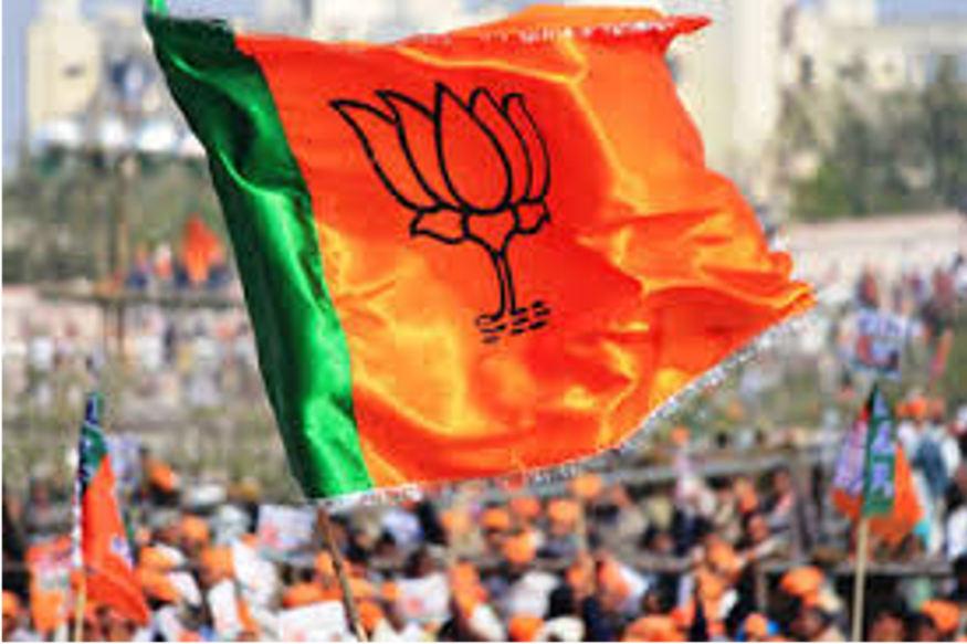 छत्तीसगढ़ (Chhattisgarh) के रायगढ़ (Raigarh) के खरसियां में हुए 13 लाख रुपये की लूट (Robbery) के मामले में बीजेपी (BJP) नेता सहित उनके तीन रिश्तेदार को रायगढ़ पुलिस (Police) ने गिरफ्तार (Arrest) किया है