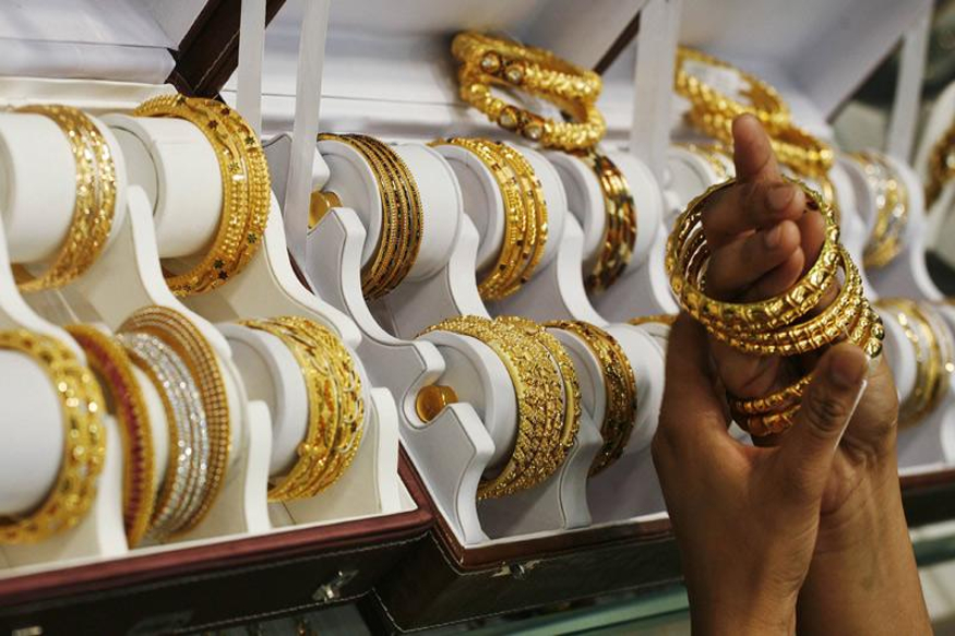 Gold Silver Price Gold rate down Rs 196 to Rs 38706 per 10 gram in Delhi Know Here
