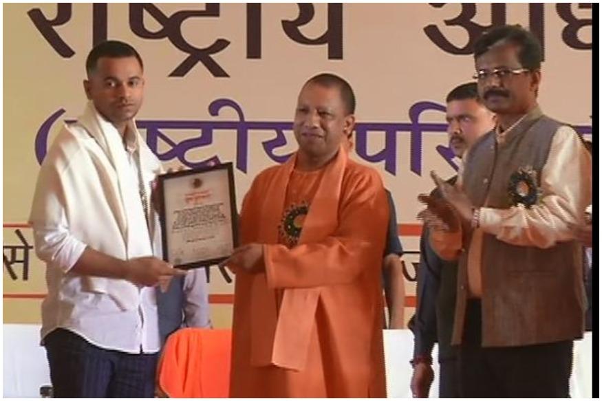 अखिल भारतीय विद्यार्थी परिषद (Akhil Bharatiya Vidyarthi Parishad) के राष्ट्रीय अधिवेशन के अंतिम दिन मुख्य अतिथि के रूप में पहुंचे उत्तर प्रदेश के मुख्यमंत्री योगी आदित्यनाथ (Chief Minister Yogi Adityanath) ने अयोध्या में श्रीराम जन्मभूमि के सालों पुराने विवाद का 45 मिनट में हल निकालने पर सुप्रीम कोर्ट का आभार जताया