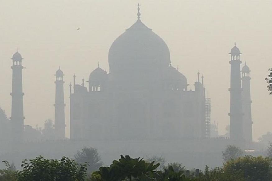 ताजनगरी आगरा (Agra) में वायु प्रदूषण (Air Pollution) से लोगों को काफी समस्या का सामना करना पड़ रहा है