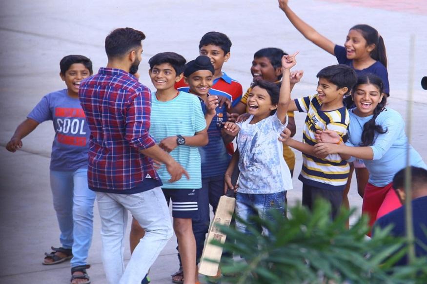 News - विराट ने बच्चों को पढ़ाई के साथ-साथ खेल खेलने की भी शिक्षा दी, Virat Kohli, Team India, Holkar stadium