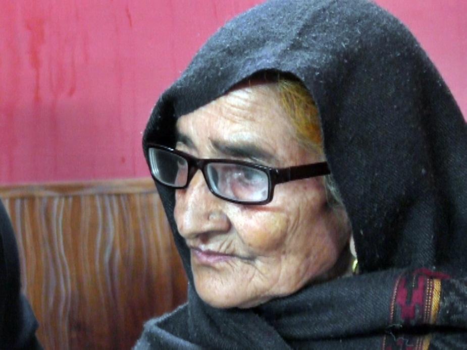 71 साल की कृष्णा देवी के साथ भी देवता के नाम पर बदसलूकी की गई है.