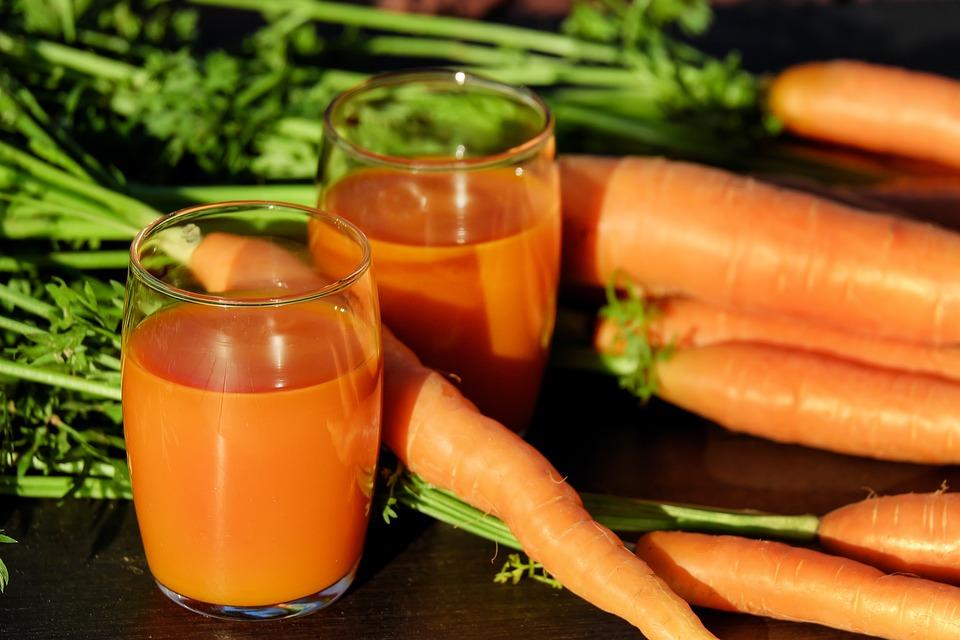 गाजर में बीटा केरोटीन, अल्फा केरोटीन और लूटीन एंटी ऑक्सीडेंट, एंटी ऑक्सीडेंट पाया जाता है.