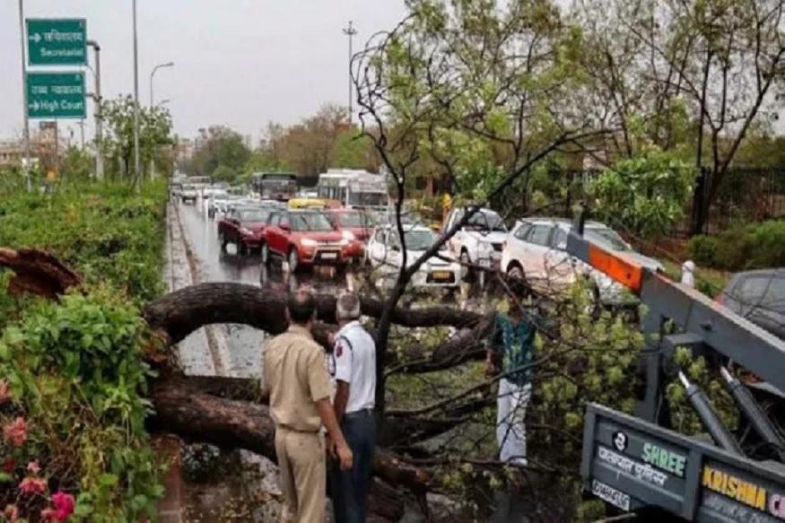 चक्रवात 'बुलबुल' से पश्चिम बंगाल में भारी तबाही,  अब तक 8 लोगों की मौत