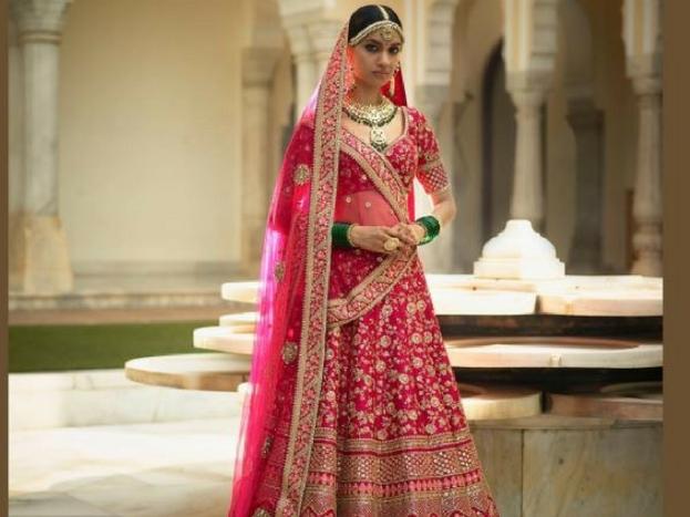 दिल्ली की शाहपुर जाट मार्केट डिजाइनर लहंगा के लिए जानी जाती है.