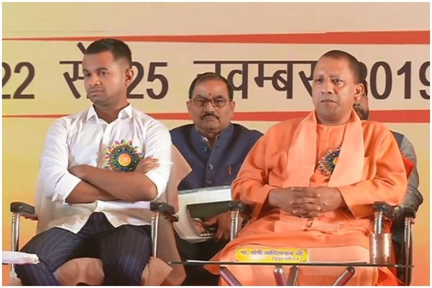 महाराष्ट्र में जन्म लेते ही जिस बेटे के माता-पिता की हत्या कर दी गई थी, वही आज अखिल भारतीय विद्यार्थी परिषद (Akhil Bharatiya Vidyarthi Parishad) के राष्ट्रीय अधिवेशन में अपने जीवन की कहानी सुना रहा था