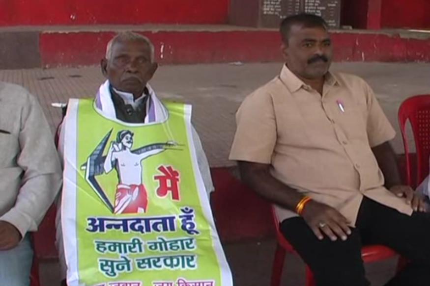 छत्तीसगढ़ संयुक्त किसान मोर्चा (ChhattisgarhSanyukta Kisan Morcha) के बैनर तले सोमवार को महासमुंद (Mahasamund) में सैकड़ों किसानों ने विरोध प्रदर्शन (Protest) किया