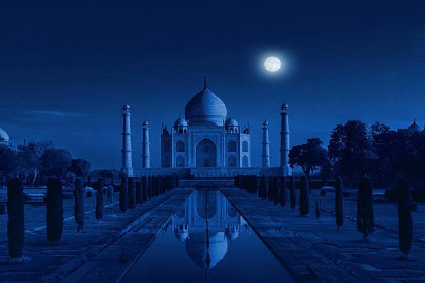 उत्तर प्रदेश (Uttar Pradesh) के आगरा (Agra) में ताजमहल (Taj Mahal) का दीदार आज यानी शुक्रवार से हर रात शुरू हो गया है