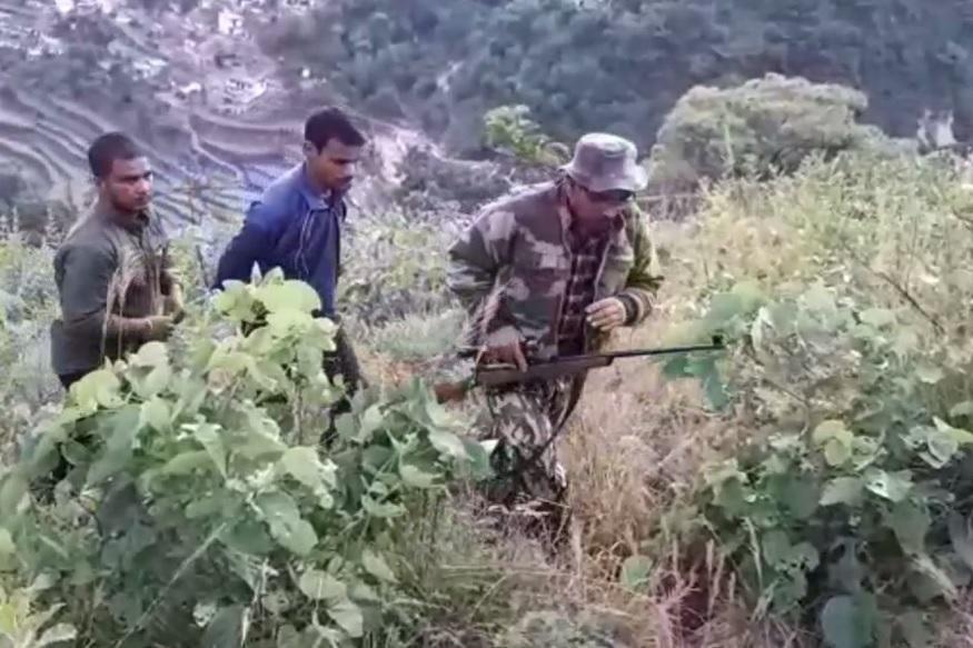 tracking man eater leopard, शिकारी लखपत सिंह रावत ने कहा कि घने जंगल में आदमखोर गुलदार की पहचान कर उसे मारना आसान नहीं है.