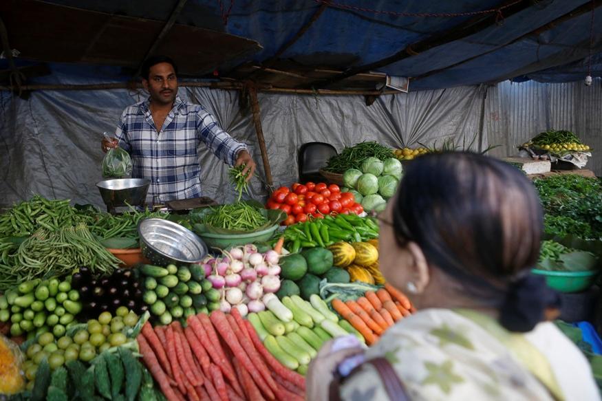 किसान, सब्जियों की जमाखोरी, सब्जियों की महंगाई, महंगाई, प्याज के दाम, क्यों महंगी हुई प्याज, टमाटर के दाम बढ़े, क्यों बढ़े टमाटर के दाम, गोभी हुई महंगी, बैंगन के दाम, आलू के दाम, Farmer, Stockist, Agriculture, Onion Price, Tomato Price, Potato Price, Rashtiya Kisan Sangh, Inflation Rate in India