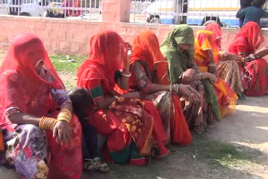 पाकिस्तान, बांग्लादेश और अन्य देशों से आए हिंदू (Hindu) तथा दूसरे धर्मों के शरणार्थियों ने इस कानून के पक्ष में समर्थन किया