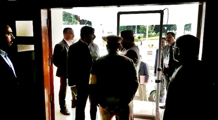 विधानसभा अध्यक्ष राजीव बिंदल ने पुलिस के आला अधिकारियों को तलब किया.