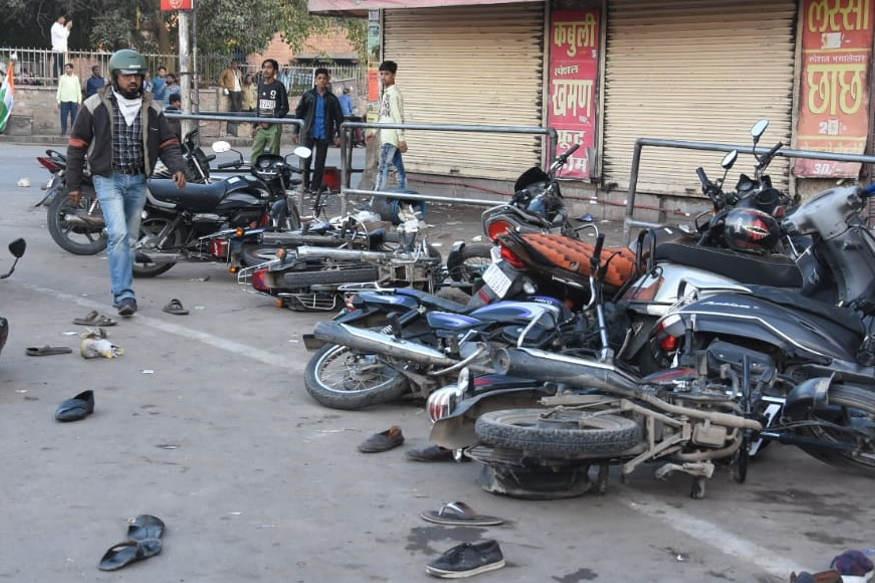 CAA: जोधपुर में विरोध प्रदर्शन के बाद पथराव, पुलिस ने भांजी लाठियां, अतिरिक्त पुलिस बल तैनात CAA: Stone pelting after protests in Jodhpur-Police lathi charged-Additional Police Force deployed