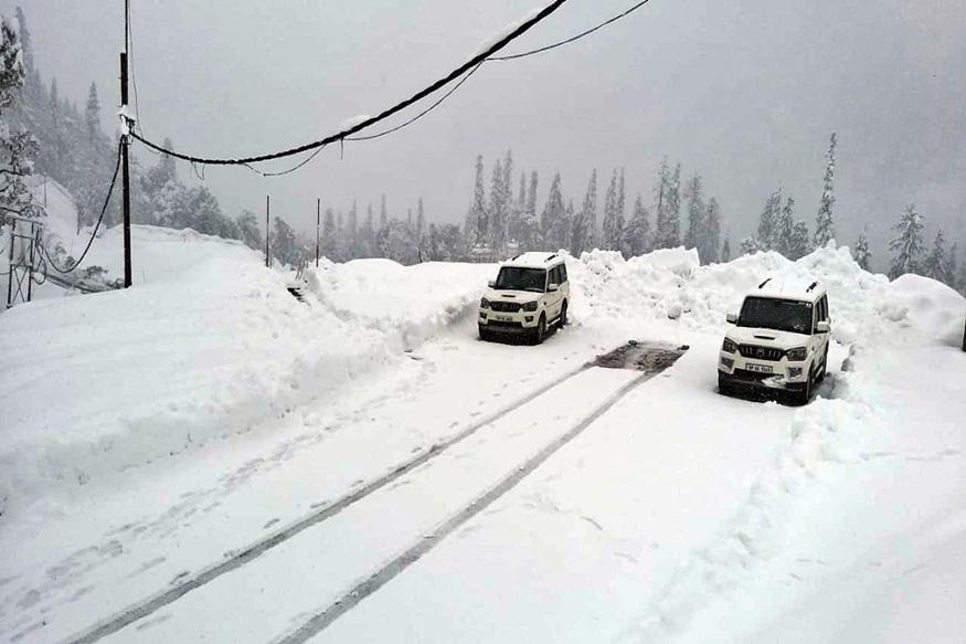 हिमाचल के मनाली में ताजा हिमपात.