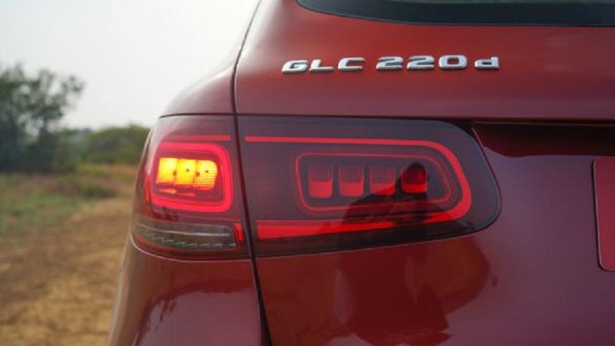 GLC 200 के पेट्रोल वेरिएंट में 2.0 लीटर का BS-6 इंजन दिया गया है जो कि 197 bhp की पावर और 320Nm का टॉर्क जेनरेट करता है. वहीं GLC 220d डीजल वेरिएंट में 2.0 लीटर का BS-6 डीजल इंजन दिया गया है जो 194 bhp की पावर देती है.