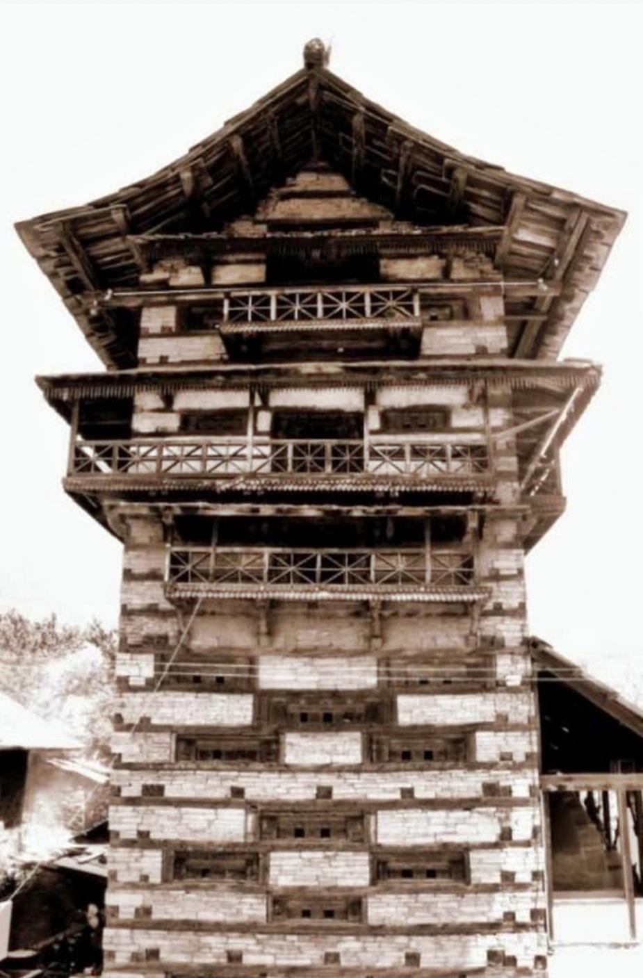 पांगणा में मंदिर.
