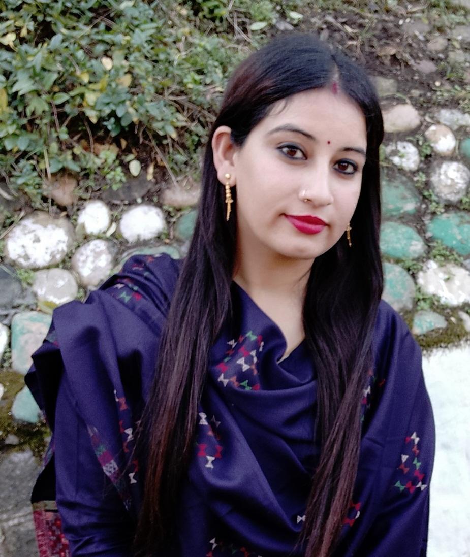 डॉ. रीना हमीरपुर जिले से हैं.