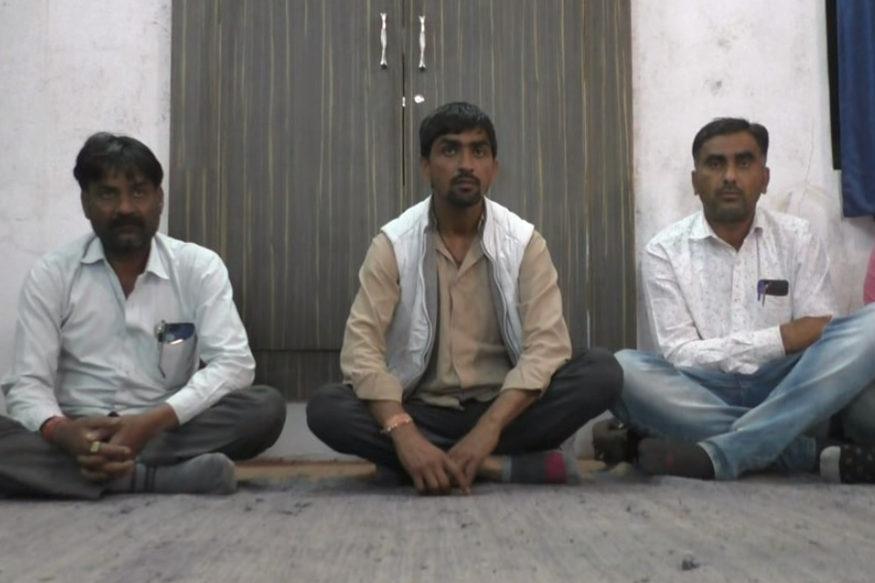 सिरोही. राजस्थान में नवनिर्वाचित सरपंच ने कुर्सी पर काल भैरव को बिठाया,खुददरी पर बैठकर करेंगे काम Sirohi. In Rajasthan the newly elected sarpanch placed Kaal Bhairav on the chair