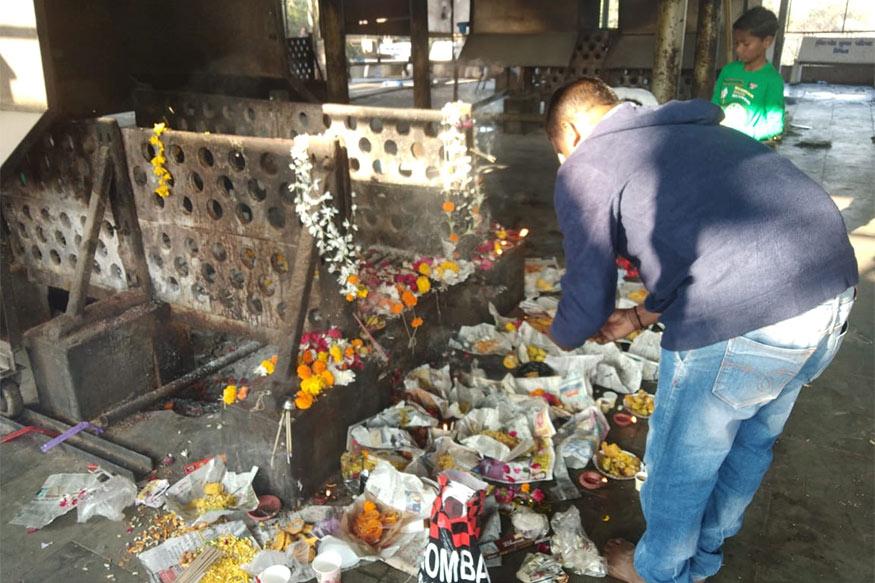 Image result for मंदिर में भगवान को चढ़ाये जाते हैं जिन्दा केकड़े