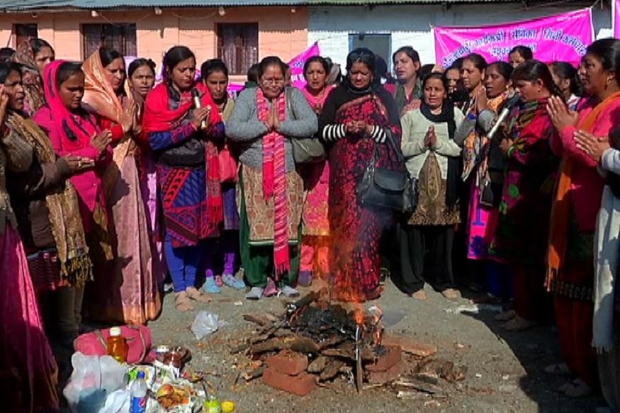 aanganbadi worker, buddhi-shuddhi yagya 2, आंगनबाड़ी कार्यकर्ता कह रही हैं कि कोई भी कार्यकर्ता अब अपना धरना समाप्त नहीं करेगी जब तक सरकार कोई ठोस कदम नहीं उठाती.