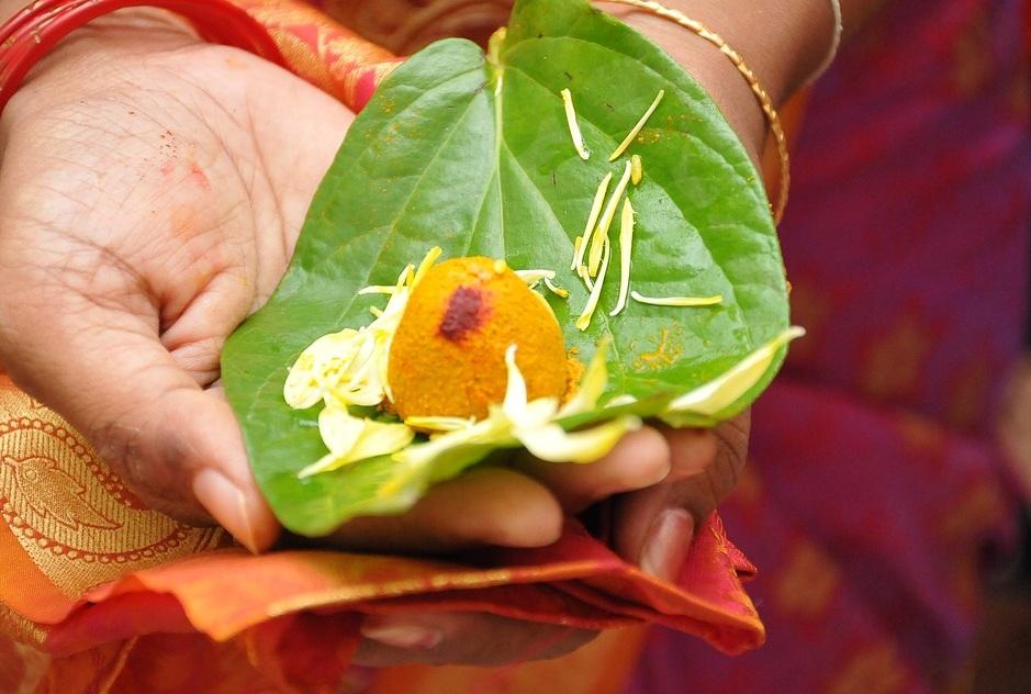 बसंत पंचमी के दिन मां सरस्वती की पूजा अर्चना की जाती है