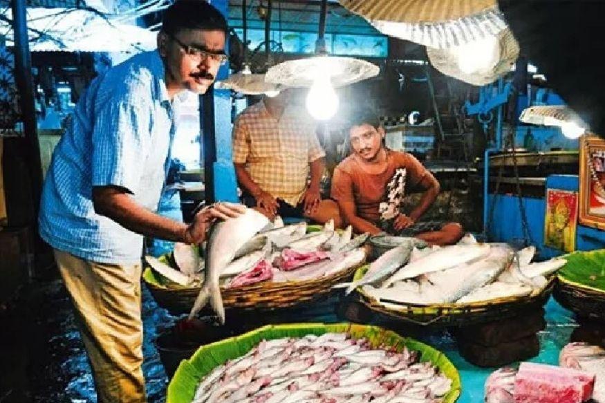पखांजुर इलाके में मछली पालन से लेकर मछली बेचने तक का काम बंगाली शरणार्थी समुदाय के ही हाथों में है.