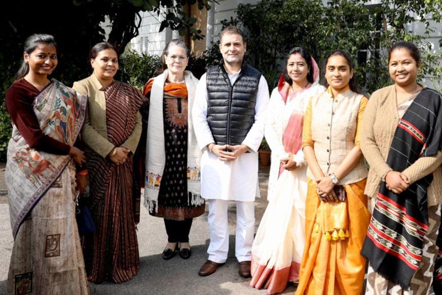 झारखंड कांग्रेस की चार महिला विधायक और सांसद गीता कोड़ा के साथ सोनिया और राहुल गांधी