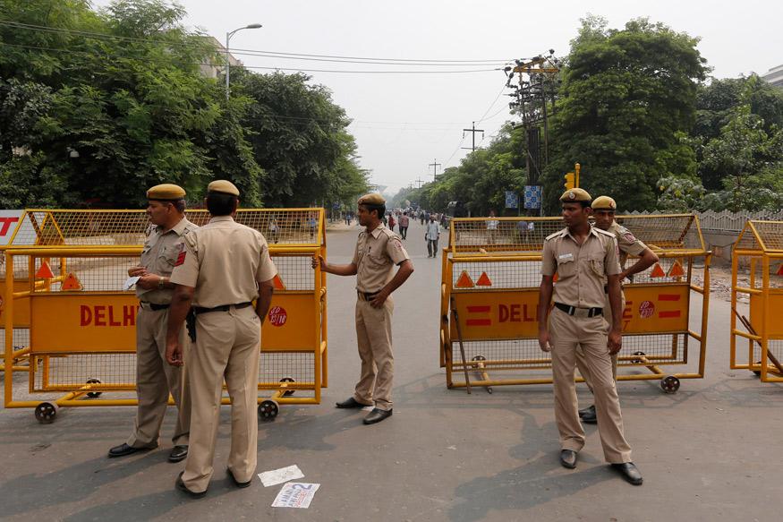 DELHI POLICE ARREST TWO PERSONS, ISIS, ISKP, SUICIDE ATTACKER, आत्मघाती हमलावर, आत्मघाती हमला, इस्लामिक स्टेट, कश्मीर, HUSBAND WIFE ARREST, jammu kashmir, two terrorist associates arrested, okhla, delhi, delhi news, जम्मू कश्मीर, आंतकी, गिरफ्तार, ओखला, दिल्ली पुलिस की स्पेशल सेल, आईएसआईएस,