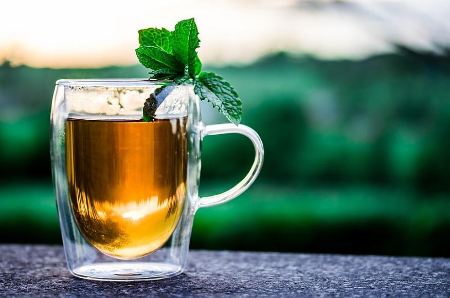 फेफड़ों को डिटॉक्स करने के लिए अदरक और नींबू की चाय बेस्ट मानी जाती है.