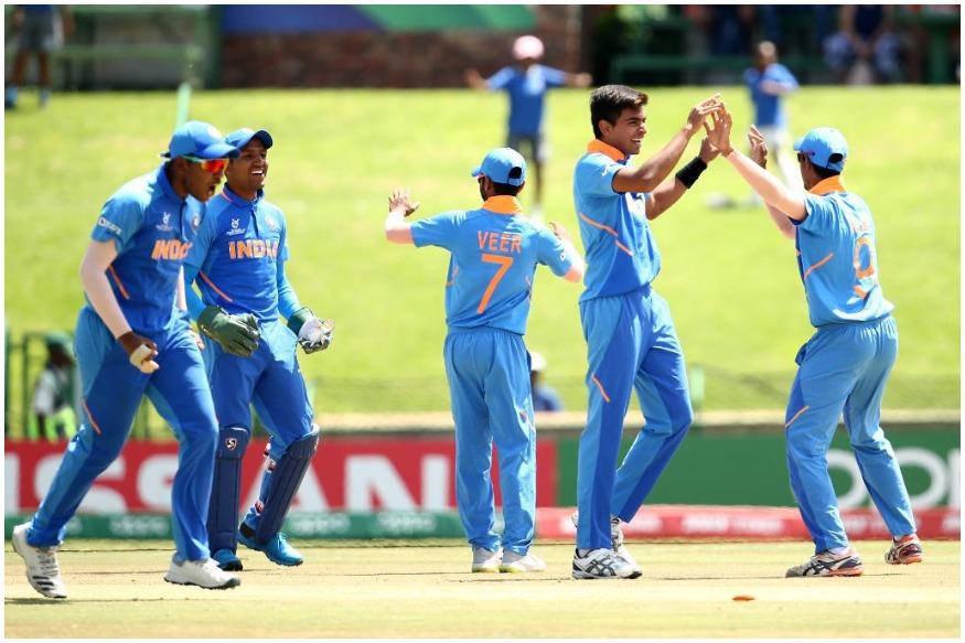 भारतीय अंडर 19 टीम ने लगातार 10वीं जीत दर्ज की. ये कारनामा करने वाली वो दुनिया की पहली टीम है. भारत ने ऑस्ट्रेलिया का वर्ल्ड रिकॉर्ड ही तोड़ा जिसने साल 2002-04 के बीच लगातार 9 मैच जीते थे.