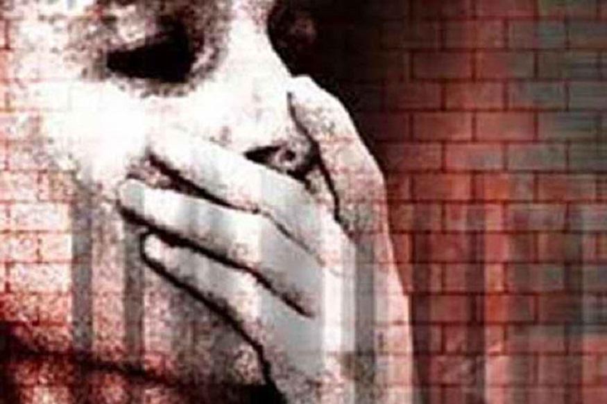 छत्तीसगढ़ (Chhattisgarh) के धमतरी (Dhamatari) में युवती से रेप (Rape) के मामले में पुलिस ने एक युवक को गिरफ्तार (Arrest) किया है