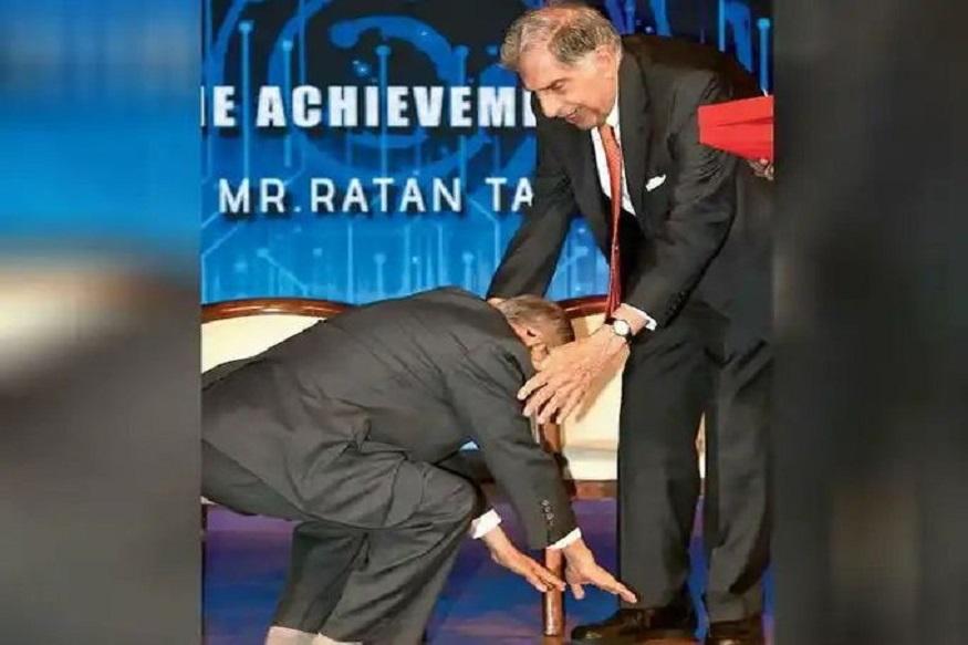 ...जब 82 साल के रतन टाटा के पैर छूकर, 73 साल के नारायण मूर्ति ने लिया आशीर्वाद