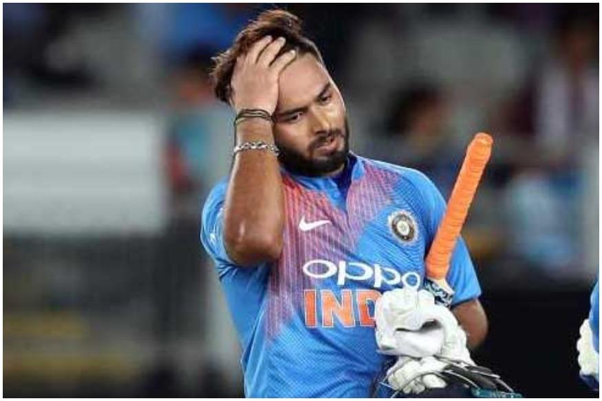 ऋषभ पंत (Rishabh Pant) को पैट कमिंस की गेंद पर चोट लग गई थी. उनकी बाउंसर पंत के बल्ले से लगकर उनके हेलमेट पर जा लगी, जिसके बाद उन्हें चक्कर भी आए.