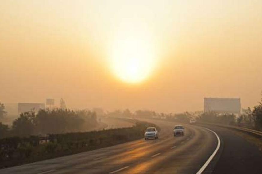 उत्तर प्रदेश (Uttar Pradesh) के सभी जिलों में तेज धूप खिल रही है, लेकिन इसके बावजूद ठंड (Cold) ने अपना असर कायम रखा है