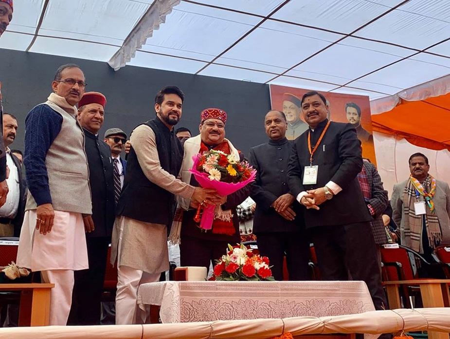 सोलन में जेपी नड्डा का स्वागत करते हुए अनुराग ठाकुर.