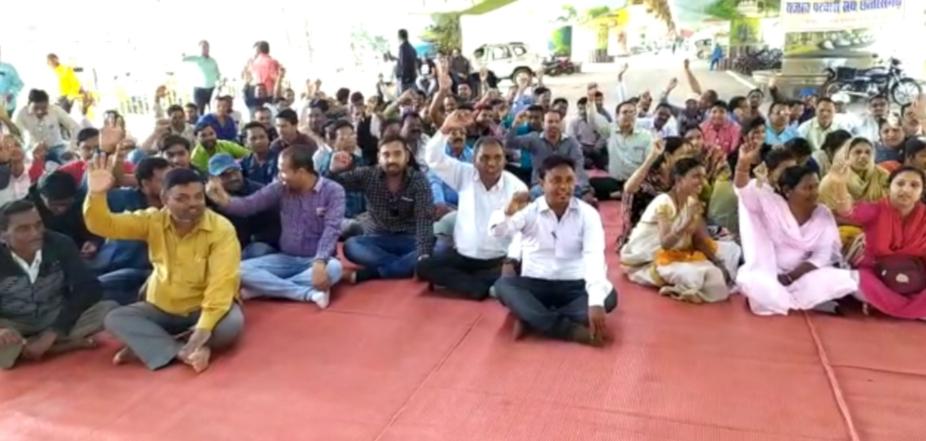 chhattisgarh news, rajnandgaon news, sdm accuse of abuse, rajnandgaon sdm accuse of abuse, rajnandgaon patvari on strike, छत्तीसगढ़ न्यूज, राजनांदगांव न्यूज, राजनांदगांव में पटवारियों की हड़ताल, राजनांदगांव एसडीएम पर आरोप, पटवारियों ने लगाया एसडीएम पर आरोप
