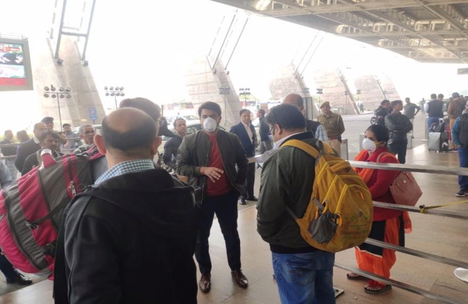 जयपुर एयरपोर्ट पर यात्रियों की जा रही स्क्रीनिंग (फाइल फोटो)