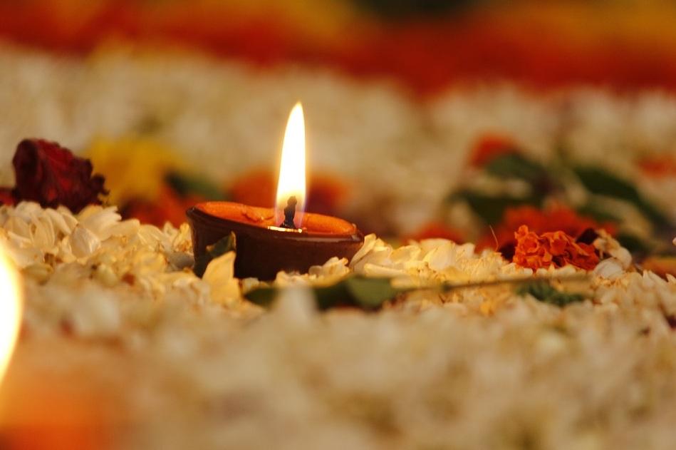 शिवलिंग से भगवान शंकर प्रकट हुए और उन्होंने शिकारी को वरदान दिया कि त्रेतायुग में भगवान राम तुम्हारे घर आएंगे और तुम्हारे साथ मित्रता करेंगे.