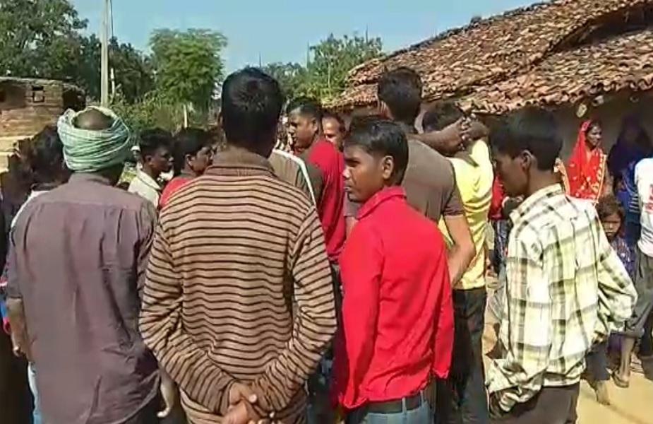 सड़क हादसे के बाद गांव के लोगों में मचा हड़कंप