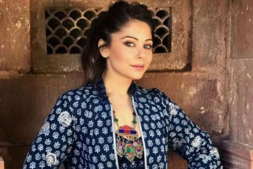 Kanika Kapoor, Corona Positive, Kanika Kapoor discharge from hospital, Kanika Kapoor asked to stay in self isolation for 14 days, Kanika Kapoor to be interrogate by UP Police, kanika kapoor update, coronavirus update, bollywood, entertainment, कनिका कपूर, कोरोना पॉजिटिव, कनिका कपूर अस्पताल से डिस्चार्ज, कनिका कपूर को 14 दिनों के सेल्फ आइसोलेशन की सलाह, कनिका कपूर अपडेट, कोरोना वायरस अपजडेट, बॉलीवुड, मनोरंजनUP Police, Lucknow Police, FIR Against Kanika Kapoor, Lockdown, Coronavirus