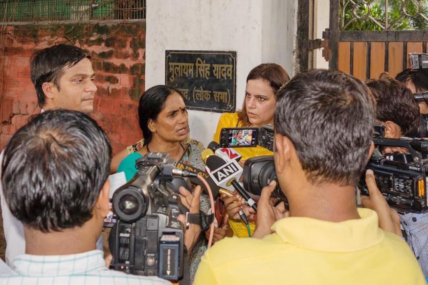 Nirbhaya case, nirbhaya convicts hanged, legal battle of nirbhaya, asha devi, Yogita Bhayana, supreme court, PARI, People Against Rapes in India, निर्भया कांड, निर्भया के दोषियों को फांसी, निर्भया की कानूनी लड़ाई, आशा देवी, योगिता भयाना, सुप्रीम कोर्ट, परी