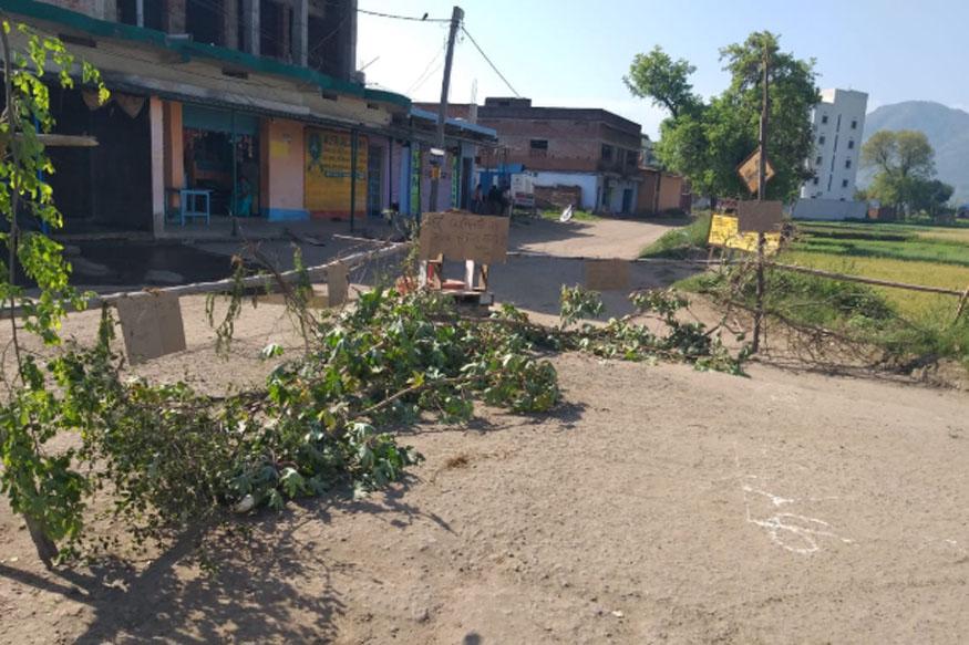 गांव में बाहरियों के प्रवेश पर पाबंदी