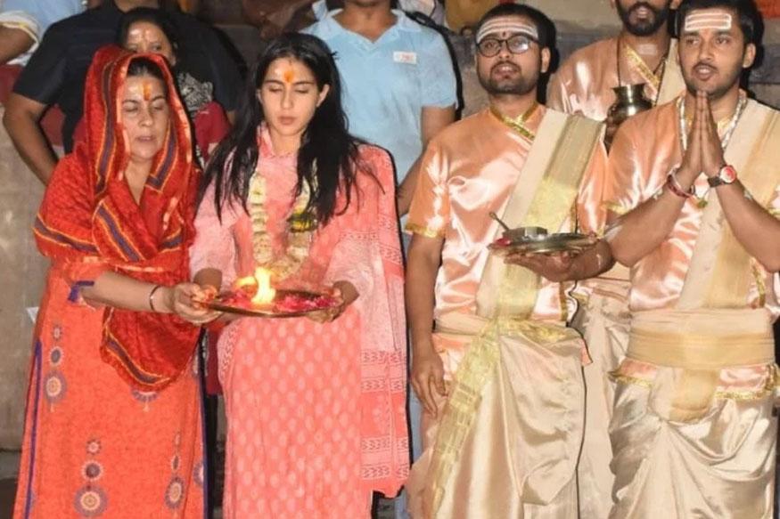 Sara Ali Khan, Amrita Singh, Ganga Aarti, Banaras, varanasi, Bollywood, सारा अली खान , अमृता सिंह