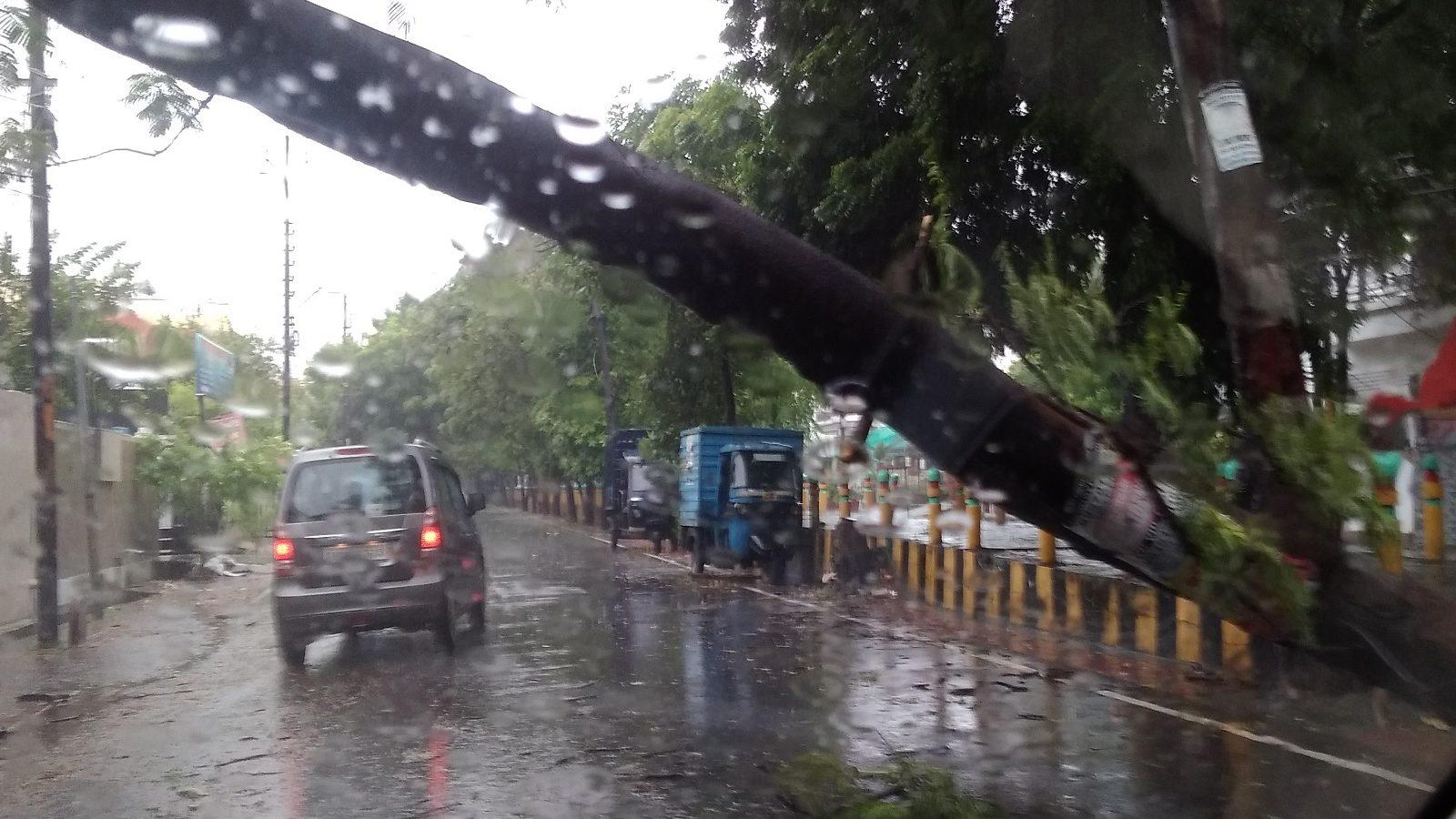 Uttarakhand में Red Alert जारी, स्कूल किए बंद, भारी बारिश की संभावना