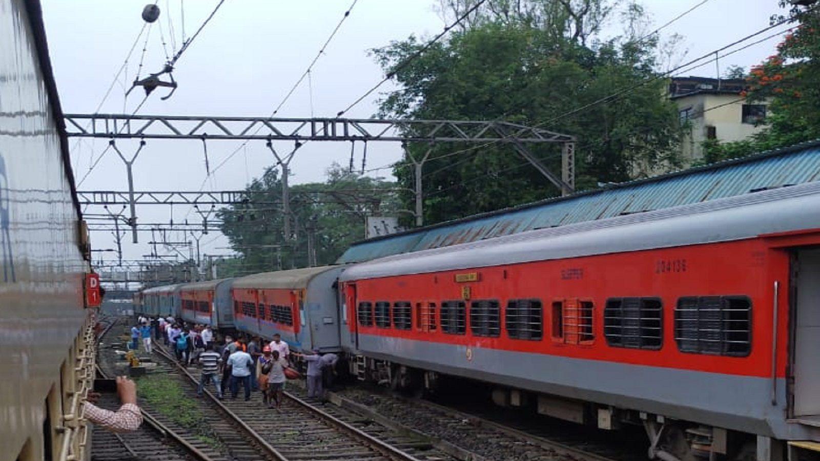 इंदौर-दौंड ट्रेन लोनावला स्टेशन पर पटरी से उतरी, कोई घायल नहीं