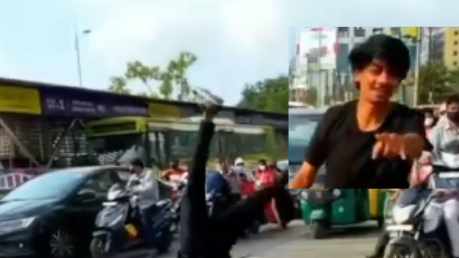 Viral Video: डांसिंग गर्ल के बाद अब जम्पिंग बॉय आया सामने, चौराहे पर यूं दिखाए मूव्स, पुलिस कर रही तलाश